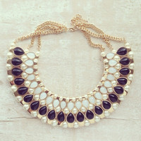 A MEMORABLE KISS COLLAR NECKLACE