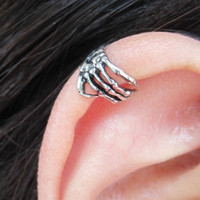NEW  HOT 2012 Silver Skeleton Hand Skull Cartilage Ear Cuff Wrap Clip Earring