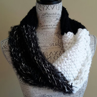 Knit black and white chunky cowl. infinity cowl. Made by Bead Gs on ETSY.