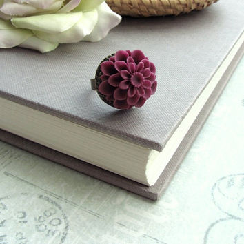 A Dusty Soft Pink Chrysanthemum Bouquet Flower Ring. Vintage Inspired Style. Bridesmaid Gift. Bridesmaids Jewelry.