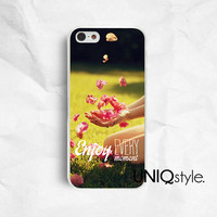 Life Quote iPhone Samsung phone case, iphone 4 4s iphone 5 5s iphone 5c samsung galaxy s3 s4 note2 note3, girl playing with flowers, E79