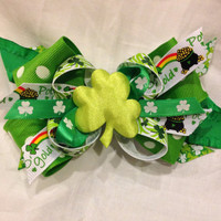 Shamrock hair bow, St. Patricks bow, green boutique bow