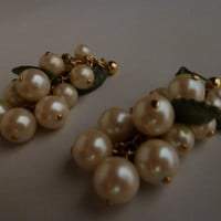 Vintage pearl green leaves cluster dangle earrings costume jewelry
