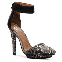 Crown Vintage Solitaire Platform Pump