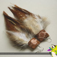 niyaha // natural feather & leather earrings