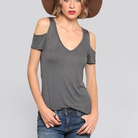 RIA COLD SHOULDER TEE - CHARCOAL