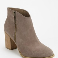 Ecote Joey Side-Zip Heeled Ankle Boot - Urban Outfitters