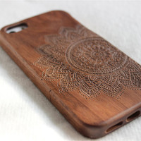 iphone 5 case wood, Engraved Mandala wood iphone 5s case , Walnut wood iphone 5 case , Bamboo wood iphone 5s case Minority Totem