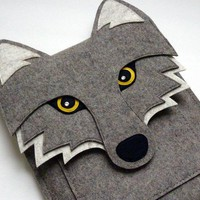 iPad 2 sleeve Wolf in natural grey designer felt by BoutiqueID