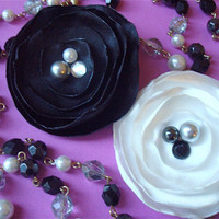 Black & White flower necklace by sojoshop on Etsy