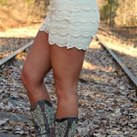 Gum Drop Lace Shorts - Ivory (RUNS SMALL)