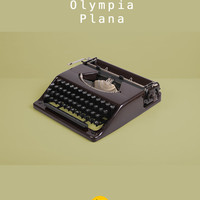 RESERVED /// Rare 1947 Olympia Plana Typewriter. Restored and fully working. Brown Bakelite. With wooden case. First German flat portable.