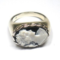 $90.00 Sterling Silver Cameo Ring by daskajewels on Etsy