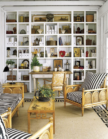 13 Stylish Built-In Shelves With A Lot Of Things On Display ?  Photo 0