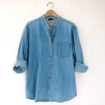 STOREWIDE SALE...vintage blue denim jean shirt. button down shirt.