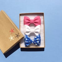 Bright pink, white denim, and blue daisy seaside Sparrow hair bow lot.  Perfect birthday gift for any girl.