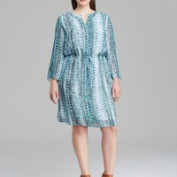 VINCE CAMUTO Plus Three Quarter Sleeve Folk Geo Print Split Neck Dress
