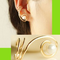 Pearl And Curved Gold Trim Ear Cuff (Single, Adjustable, No Piercing)