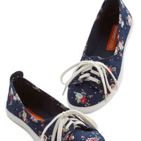 Walk of the Town Flat in Floral | Mod Retro Vintage Flats | ModCloth.com