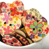 20 wood heart buttons – floral print design » Craftori