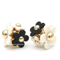 girlsluv.it - daisy ball earrings