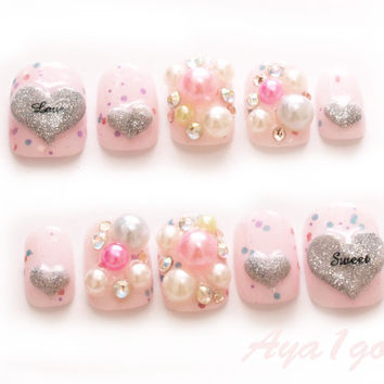 False nails, 3D nails, nail art, lolita, pastel, hime, gyaru, kawaii, pink, glitter nail polish, heart, pearls