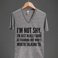 I'M NOT SHY, I'M JUST REALLY GOOD AT FIGURING OUT WHO'S WORTH TALKING TO. V-NECK T-SHIRT (IDB310917)