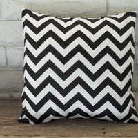 The Caylee - 18 X 18 Pillow Cover - Zig Zag In Black And White | Luulla