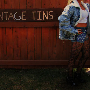 vintage 1980s acid wash Levis denim jacket. 80s retro acid wash denim jacket. grunge. hipster denim jacket. sherpa lined