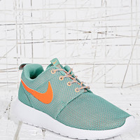 Nike Roshe Run Trainers in Mint - Urban Outfitters