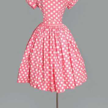 The Sports model wore a pretty long-sleeved s polka-dot dress and had large gold earrings for a glam mommy ggso.ga dress, with a key-hole in the front which can be zipped up or down, was black with white polka dots all over it.