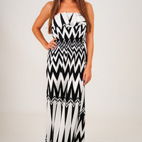 More Than Miles Dress: Black/White