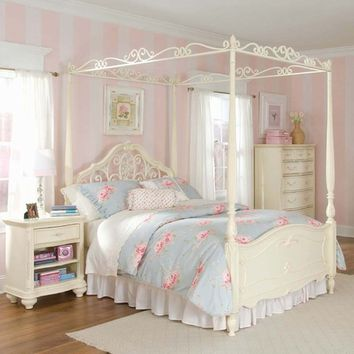 Romance Poster Bed and Canopy