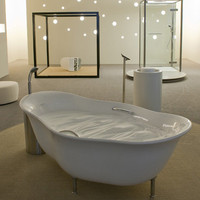 Unusual Bathtub with Foamy Water | Trendir