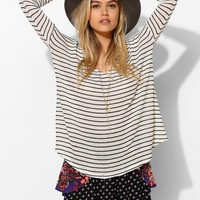 BDG Raw-Edge V-Neck Top - Urban Outfitters