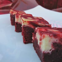Red Velvet Swirl Brownies by crumblescookies on Etsy