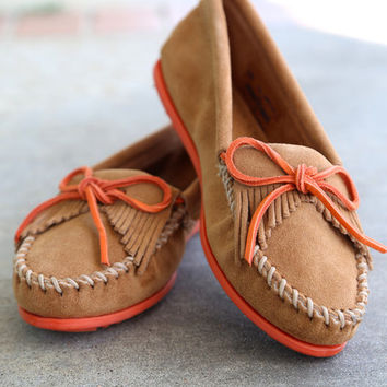 Minnetonka Kilty Suede Moccasin {Taupe/Nectarine}
