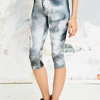Nike Pro Splatter Cropped Leggings in Grey - Urban Outfitters