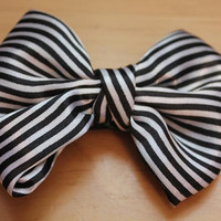 Black & White Stripe Big Hair Bow on by skullcandydesigns on Etsy