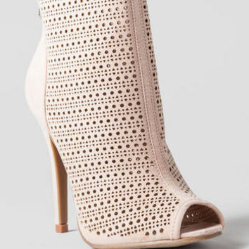 CHINESE LAUNDRY SHOES, JUPITER PERFORATED BOOTIE