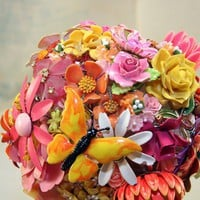 colourful-vintage-brooch-bouquet.jpg