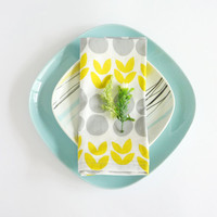 Cotton Napkins. Yellow Green Tulips and Grey Circles. Set of Two. Set of 2. Yellow Green & Grey Napkins. Scandinavian design. Spring Summer
