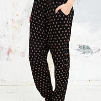 Staring at Stars Geo Print Pants in Black - Urban Outfitters