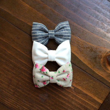 Linen rose, dark linen stripe, and off white Seaside Sparrow hair bows. Perfect gift for her!