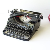 1930s UNDERWOOD Portable Typewriter 4 Key Bank G by MrsRekamepip