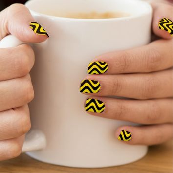 Wobbly Waves (Yellow/Black)