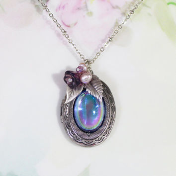 Sapphire Blue Necklace Vintage Light Sapphire AB Carnival Glass Cabochon, New Locket Necklace September Birthstone Gift Idea Keepsake Locket