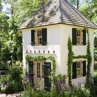 Garden with ?Old South? Style - Traditional Home-