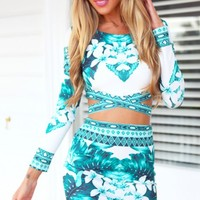 AMAZONIA CROP - green and white long sleeve crop top