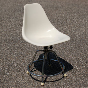 White Fiberglass Shell Chair, Chrome Swivel Base, Adjustable Height, Mid Century Canadian Seating Co Chair, Eames Herman Miller Era, Dorm